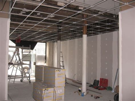 dalles plafond suspendu 60x60 r 233 novation des murs et du plafond d un commerce sur avignon artisan plaquiste verbe jerome