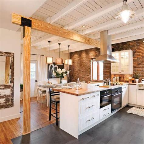 refaire cuisine en bois formidable decoration poutre en bois 7 cuisine blanche