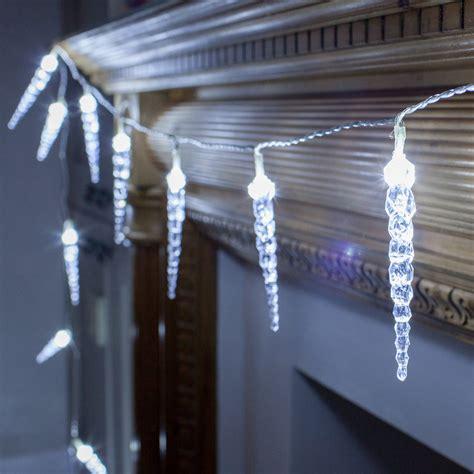 led twinkling icicle lights 24 twinkling led icicle lights lights4fun co uk