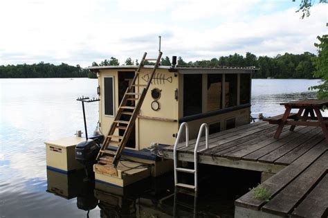 Small Pontoon Boat Ottawa best 25 small houseboats ideas on used