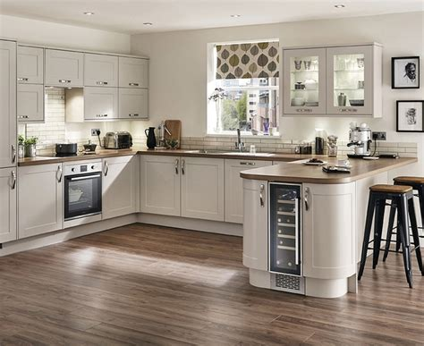 howdens cuisine burford kitchen shaker kitchens howdens joinery