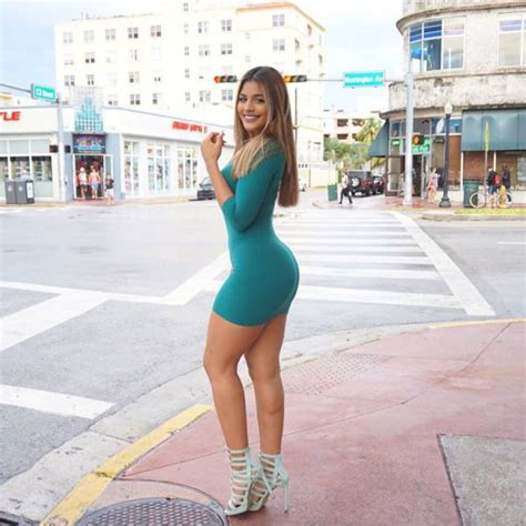 Beautiful And Sexy Girls Spotted In The Street Pics