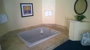 Jacuzzi in room picture of wyndham garden fort wayne for Honeymoon suites in fort wayne indiana