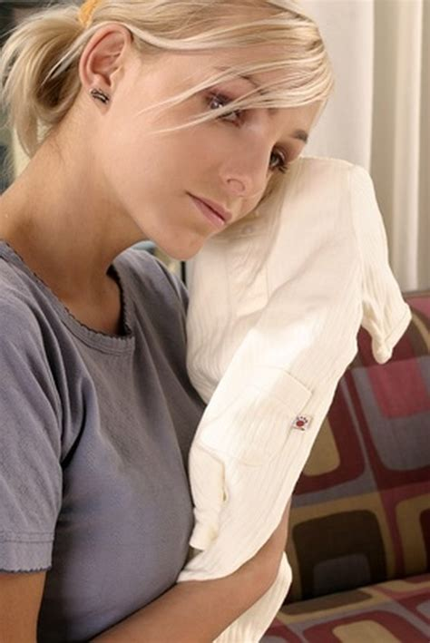 early miscarriage signs symptoms livestrongcom