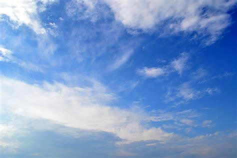 gambar horison langit sinar matahari fajar suasana senja siang hari gumpalan awan biru