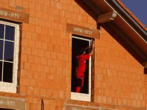 Fenster Einbauen Und Abdichten : fenster abdichten so sch tzen sie sich vor zugluft hausliebe ~ Frokenaadalensverden.com Haus und Dekorationen