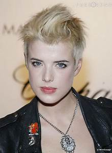 Coupe Femme Courte Blonde : coupe courte blond platine ~ Carolinahurricanesstore.com Idées de Décoration