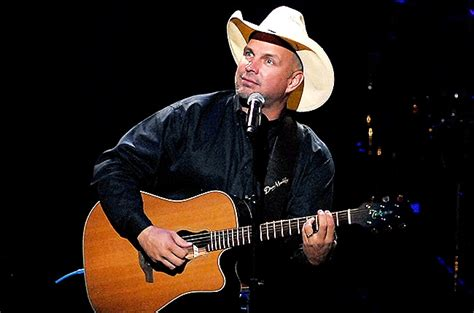 blake shelton okc concert garth needs country music and it needs him country
