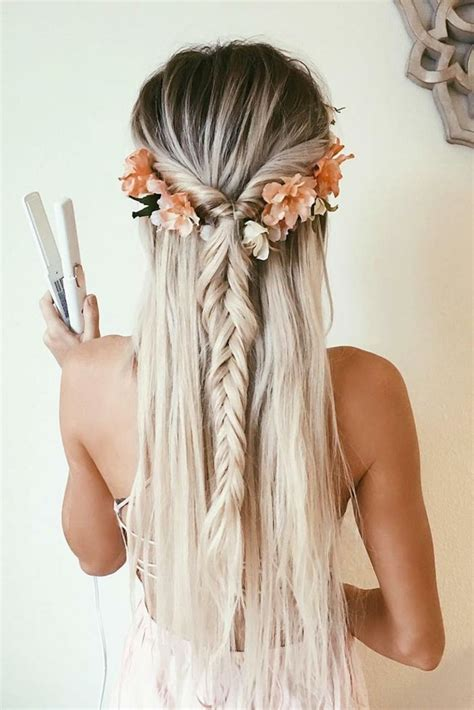 schoene frisuren fuer lange haare blondes maedchen mit