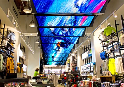 Diverse Ways of Making Use of Digital Signage in Retail