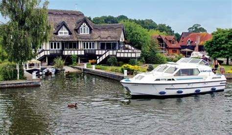 Boating Holidays by Uk Boating Holidays And Canal Boat Vacations