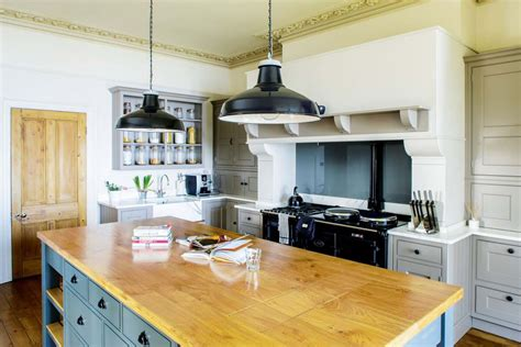 kitchen island with range design 25 great country style kitchens homebuilding renovating 8262