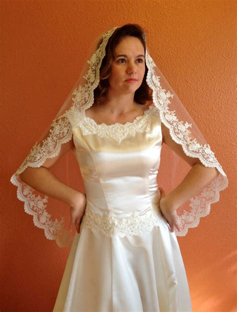 Bridal Lace Veil Wedding Veil In Hip Length Mantilla With