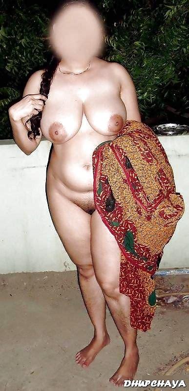 Desi Busty Indian Milf Bhabhi Posing Nude 9 Pics