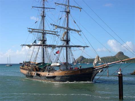 Barcos Piratas Hundidos En El Caribe by El Barco De Piratas Del Caribe Se Hunde En El Mar