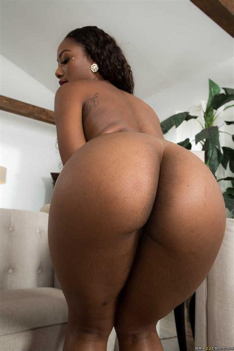 Sexy Ebony Chanell Heart Posing In The Shower Milf Fox