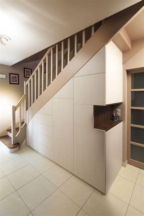 amenagement sous escalier sur mesure les 25 meilleures id 233 es de la cat 233 gorie rangement sous escalier sur stockage d