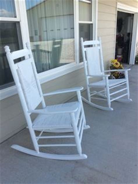 Cracker Barrel Porch Rocker by How To Paint And Care For Cracker Barrel Rockers For The