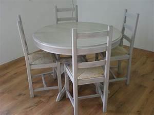 Patine grise pour une table et des chaises nature for Meuble salle À manger avec chaise paille