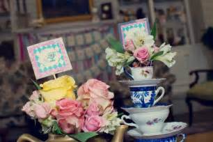 flower pot favors in table decorations decorate the table