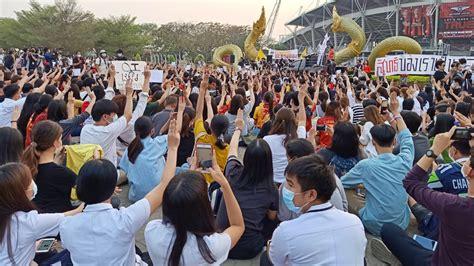 นศ.ธรรมศาสตร์ กว่า 1 พันคน รวมตัวแสดงจุดยืน ต่อต้านรัฐบาล ...
