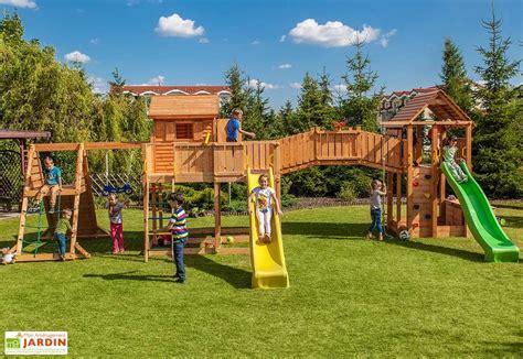 jeux en bois extérieur jeux d ext 233 rieur aire de jeux portique troline mon am 233 nagement jardin