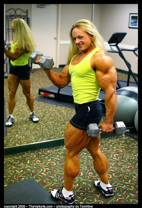 muscular ladies   female celebrities