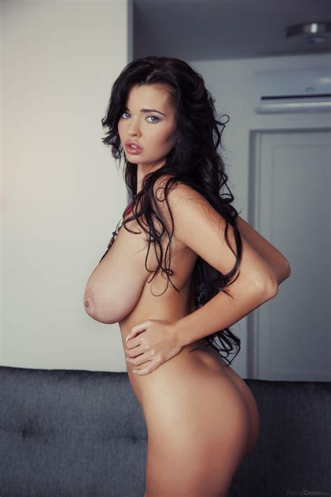 Sha Rizel Just Nude Curvy Erotic