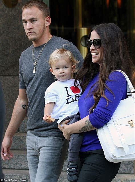 Alanis Morissette calls the drug-free birth of her son a ...