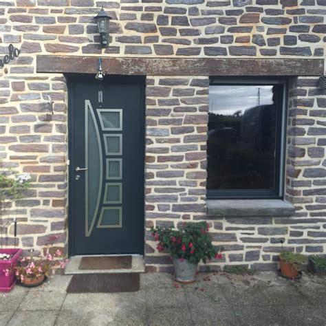 porte d entree moderne alu porte d entr 233 e moderne en alu sur une maison typiquement bretonne