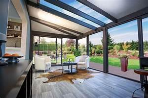 Salon De Veranda : photos de v randa de luxe en bois et aluminium alix 20m2 de r ve ~ Teatrodelosmanantiales.com Idées de Décoration