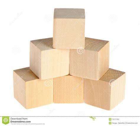 Cube En Bois Construction Des Cubes En Bois Photographie Stock Image 15111162