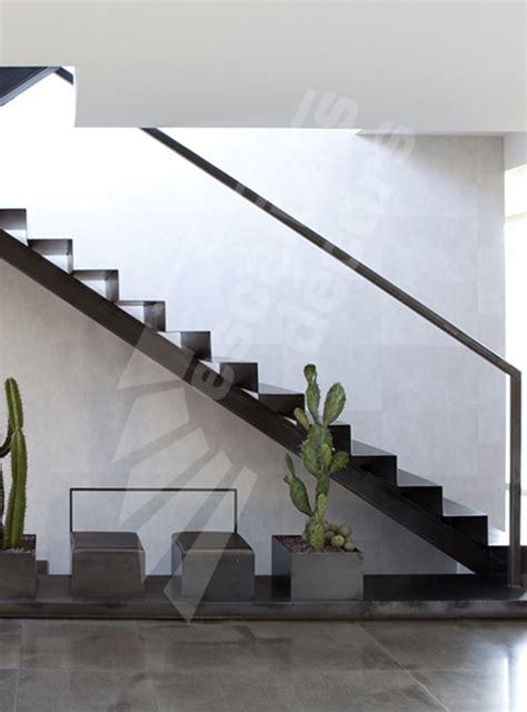escalier a limon central escalier sur limon central en m 233 tal dans un int 233 rieur 233 pur 233 r 233 solument contemporain marches en