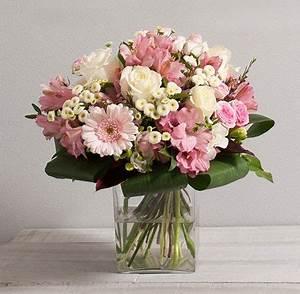 Fleur Rose Et Blanche : fleurs mariage secret bouquet rond de fleurs vari es avec roses aux teintes rose pastel et ~ Dallasstarsshop.com Idées de Décoration