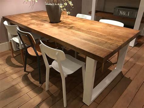 repeindre une cuisine en bois massif table pied fer forge plateau bois maison design bahbe com