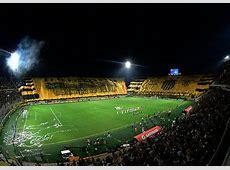 ¡La bandera gigante de Peñarol en el Campeón del Siglo