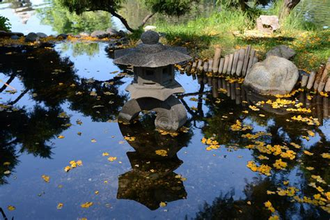 Japanischer Garten Mit Pool by 16 Monument Rock And Flowers In Small Tranquil Water Pool
