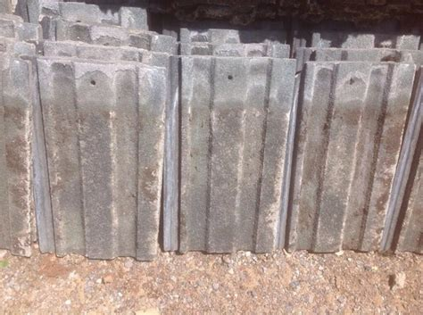 common    houses   asbestos roof tiles