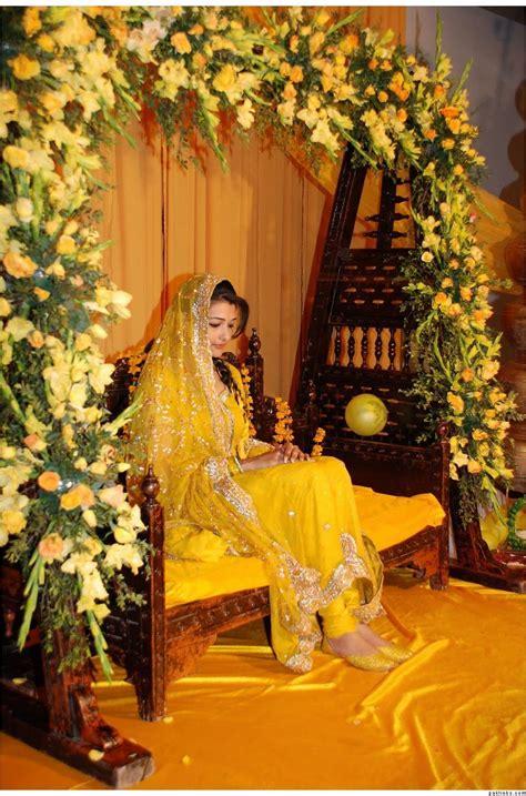 fashion tips box yellow dresses  mehndi