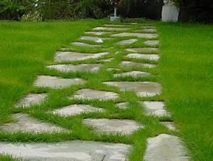 Allée De Jardin Pas Cher : une all e en pas japonais ou galets dans votre jardin ~ Carolinahurricanesstore.com Idées de Décoration