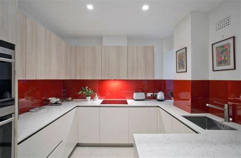 cr馘ence en miroir pour cuisine credence en miroir pour cuisine 11 cuisine en blanc et avec plan de travail