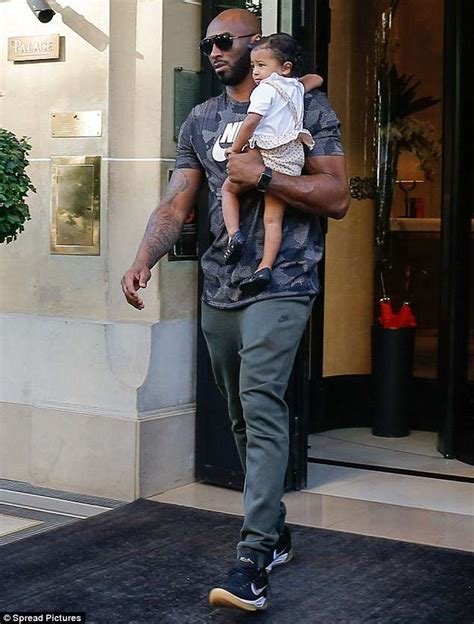 kobe bryant dons casual  nike outfit  carrying