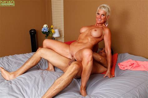 Short Haired Older Mom Lexy Cougar Taking Hardcore Fucking