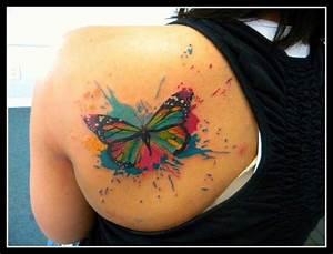 Kleiner Schmetterling Tattoo : 25 einzigartige bunte schmetterling tattoo ideen auf pinterest lila schmetterling tattoo ~ Frokenaadalensverden.com Haus und Dekorationen