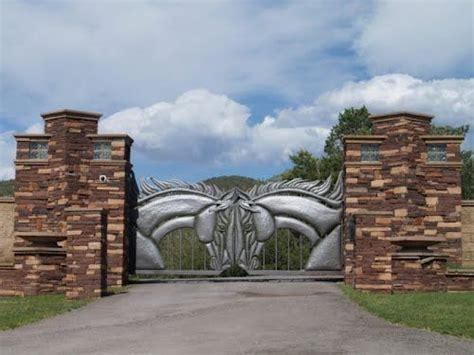 fancy entrance gates fancy ranch gate i bet they have horses windows gates doors pinterest horses and gates