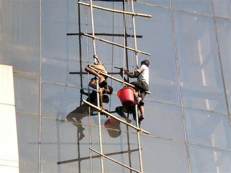 FER   Dangerous jobs, hazardous occupations (B)   Funny