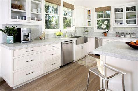 entretien marbre cuisine cuisine plan de travail de cuisine moderne clair en marbre