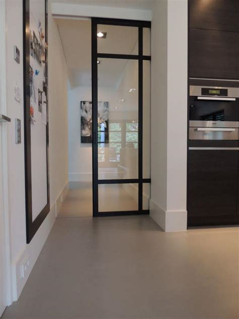 porte coulissante en verre pour cuisine la porte coulissante en verre gain d 39 espace et