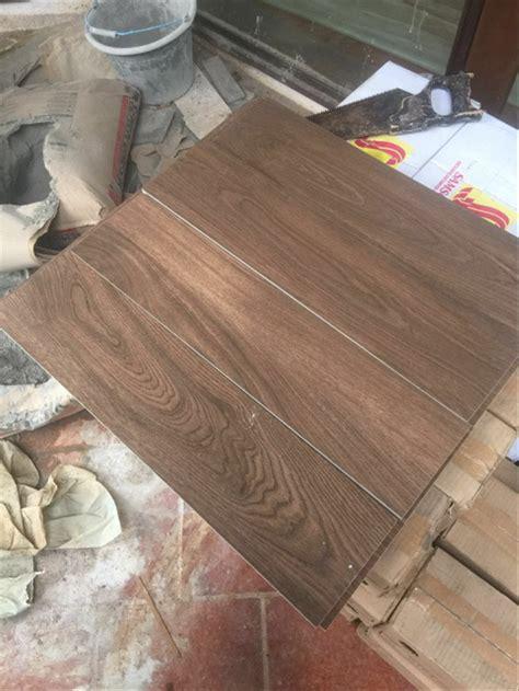 keramik motif urat kayu furniturumah