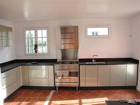 plinthes de cuisine plinthe cuisine noir brillant cuisine nous a fait